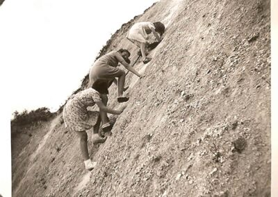 Betty Saunders and friends scale the Chalk pit in 1941
