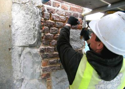Repairing mortar to shield the walls from damp